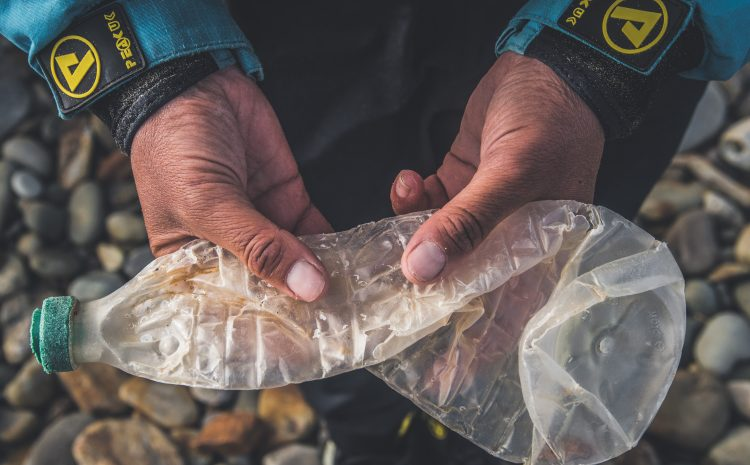 MAGAZINE: PADDLESPORTS INDUSTRY AGAINST PLASTIC – Paddlesports takes a stand against plastic, avoiding, collecting, and repurposing it.